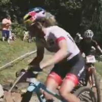 自行车比赛精彩瞬间
